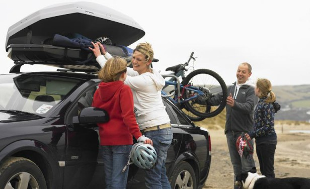 family loading halfords roof box